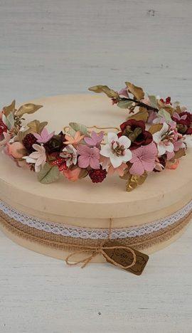 Corona de frutas y flores