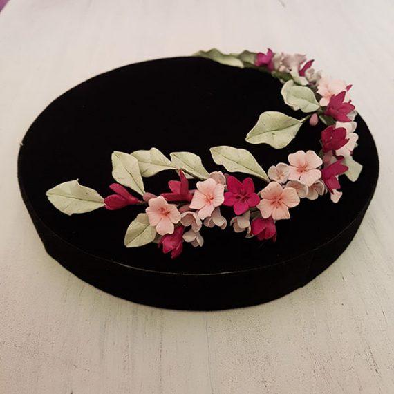 Corona tiara de flores y hojas coloridos