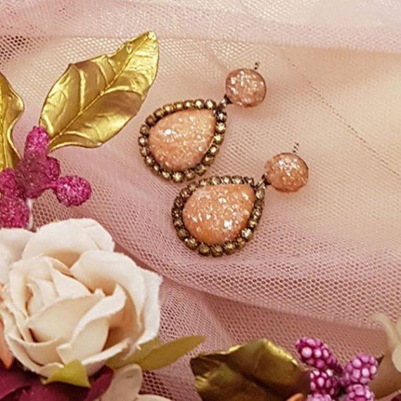 Pendientes de lagrima con cadena y perla.