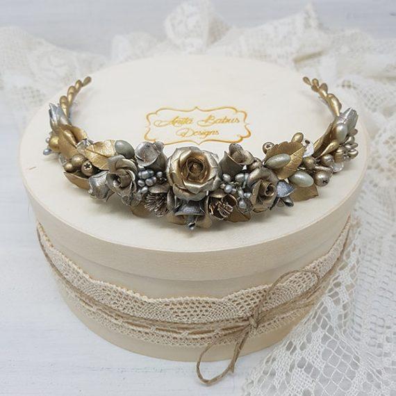Tocado de novia dorado con toque de plata