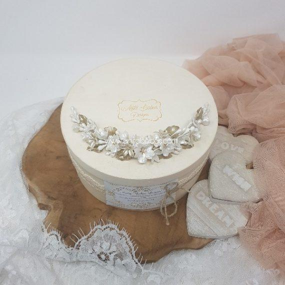 Tocado de novia en color blanco perla y champagne