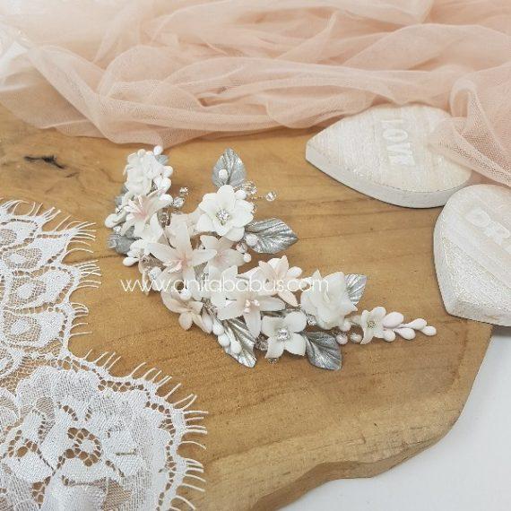 Tocado color blanco, champagne y rosa claro y cristales de Swarovski