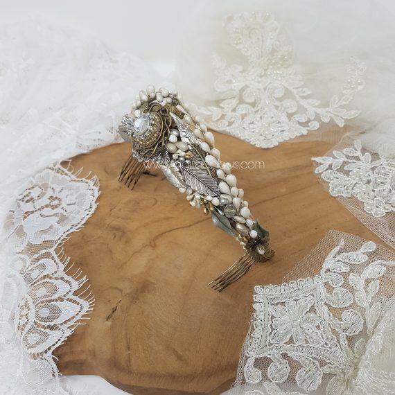 Tiara joya de novia con cristales, hojas y pistilos
