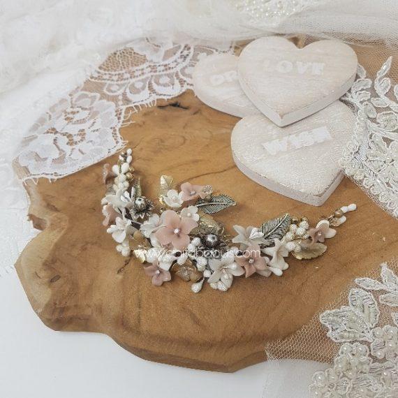 Tocado de novia dorado,blanco y rosa empolvado