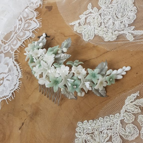 Tocado trasero de novia blanco verde agua y plata